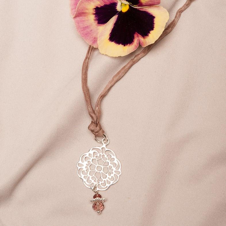 LUMISHA Seidenband Misty Rosé mit Ornamentanhänger